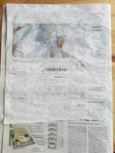 Bild einer übermalten Zeitung