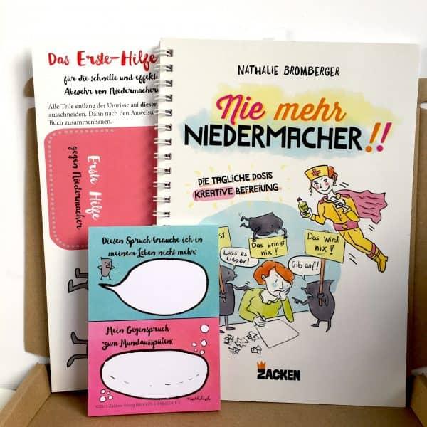 Im Karton befinden sich Buch, Bastelbogen und Sprüche-Block